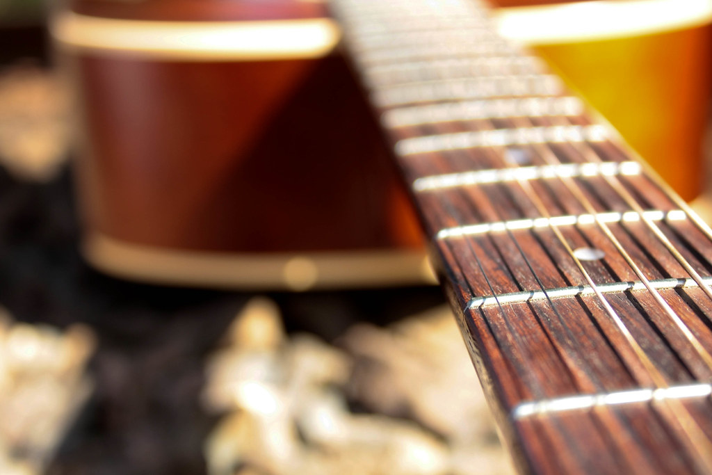 Best Acoustic Guitar Strings for a warm sound