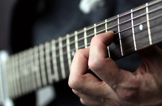 essential guitar accessories for beginners